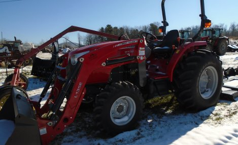 Massey Ferguson 2706 with bucket loader